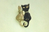 Broche chats black & withe