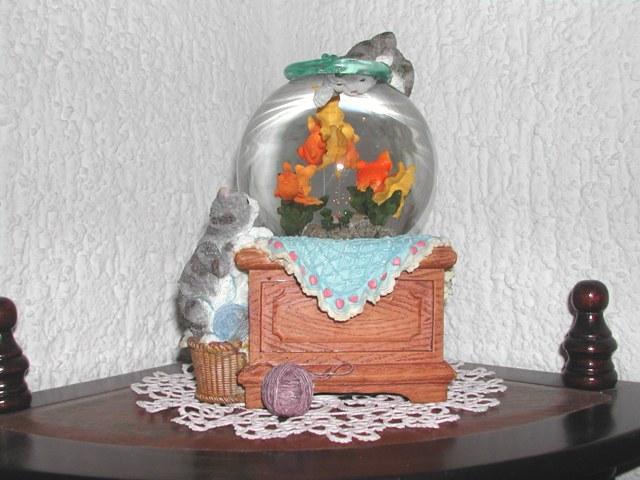 Bo te musique boule neige aquarium boutique chats d 39 oeuvre - Boule a neige collectionneur ...